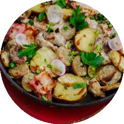 Мясная сковородка со сметаной
