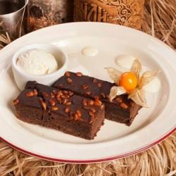 Черёмуховый пирог с шоколадом и кедровыми орехами