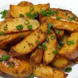 Картофель по-деревенски с чесночным маслом и зеленым луком